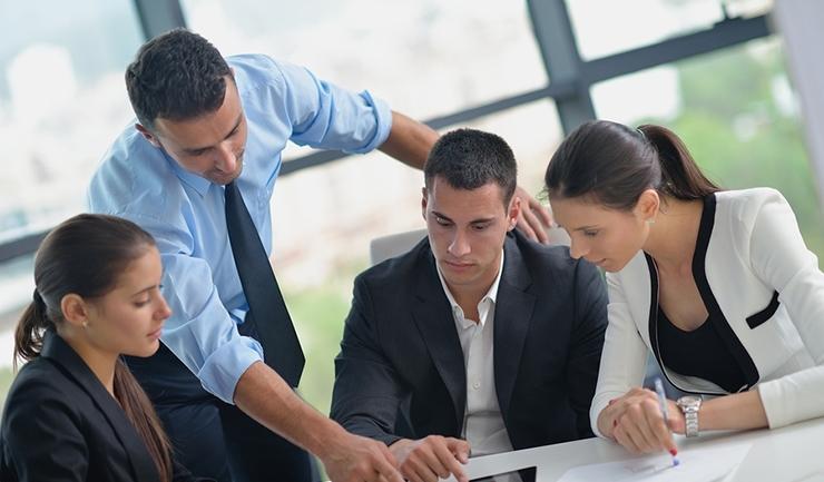 اهمیت تشکیل جلسات بین مدیر و پرسنل فست فود یا کافی شاپ